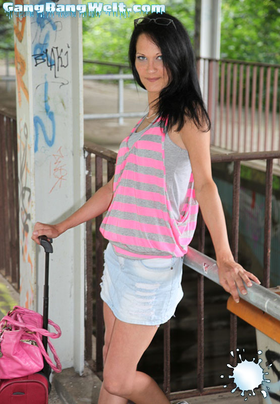 Girl next door, oder doch gierige Spermanutte. Sie kann beides, Aymie Eng.