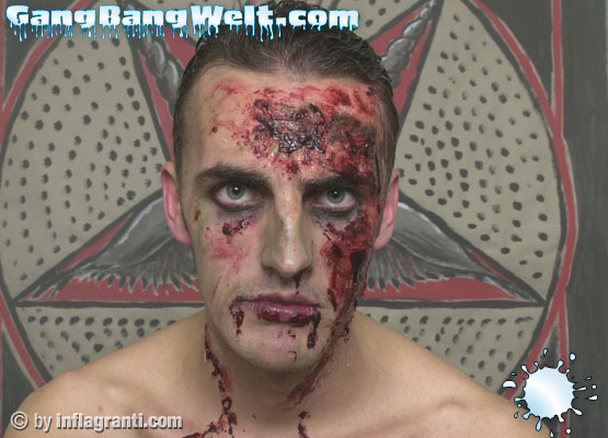 Selbst als blutrünstger Zombie fickt der Pornfighter jede Muschi die ihm vor die knallharte Latte kommt.